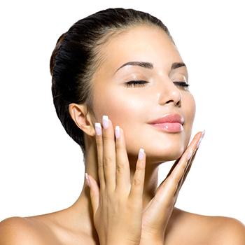 たった10秒で効果が変わる!『正しい化粧水のつけ方』で夏にも負けない美肌作り!