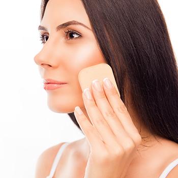 化粧崩れの原因は皮脂よりもコレ!「密着感」を高めるメイクキープ術