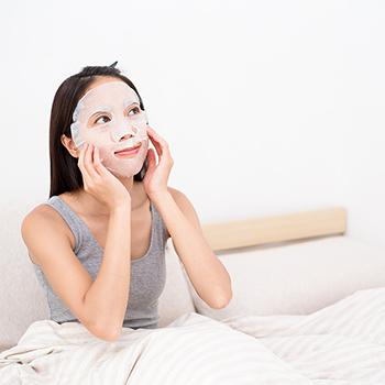 1回使うだけで、肌もっちもち♪ 頑張った夏の肌に今こそシートマスクでご褒美を!